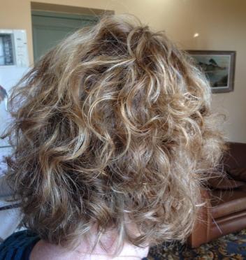 Carré dégradé cheveux bouclés