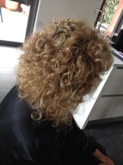 balayage doré cheveux bouclés